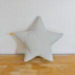 PM-almohadon-estrella-gris-pana-n2