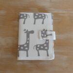 LM-portacarnet-documentos-blanco-jirafas-a