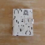LM-portacarnet-documentos-blanco-negro-bosque-a