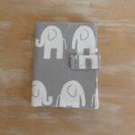 LM-portacarnet-documentos-gris-elefantes-a